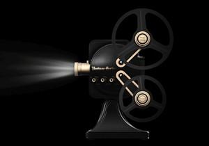 坚果1895投影仪复古典雅设计的放映机