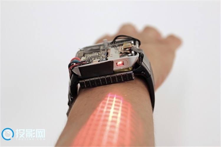 [酷炫黑科技]LumiWatch智能手表:戴在手臂上的触屏交互投影仪
