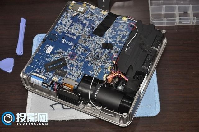 极米Z4极光投影仪拆机 看看极米做工怎么样【图文】
