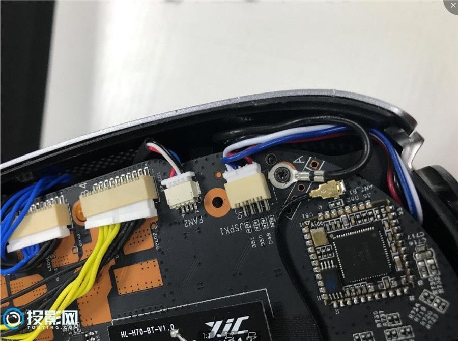 坚果J7投影仪拆机报告:扒开外壳看内部做工