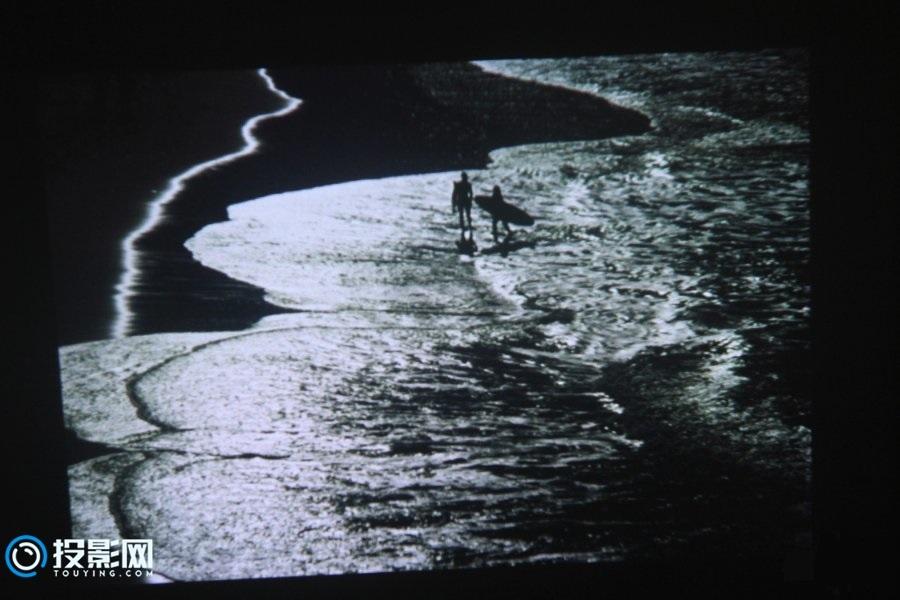 移动设备多屏互动伴侣 酷乐视Q5便携投影机评测