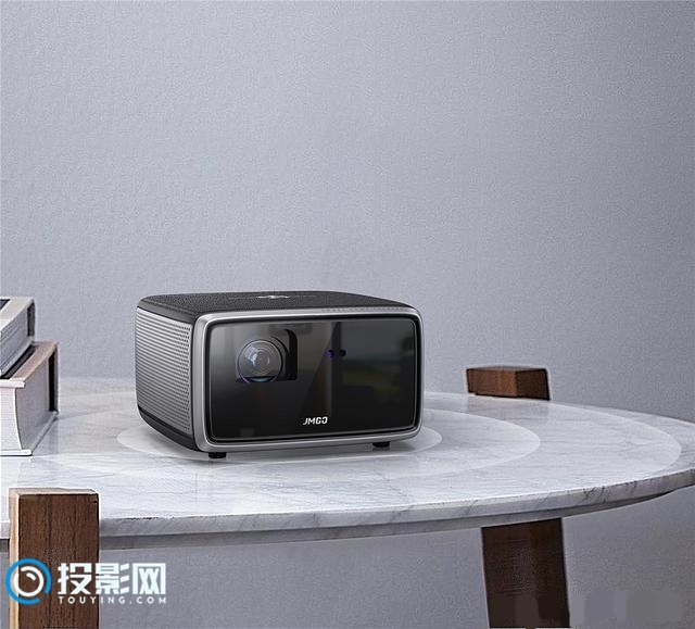 家庭视听娱乐新中心 坚果W730智能投影评测