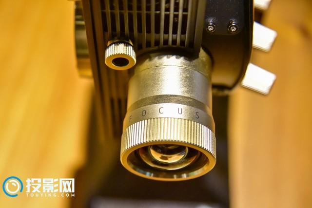 坚果1895投影仪复古典雅设计超强带感的放映堪比影院