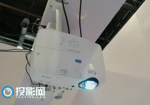 BIRTV热点:夏普短焦投影机打造沉浸式KTV系统