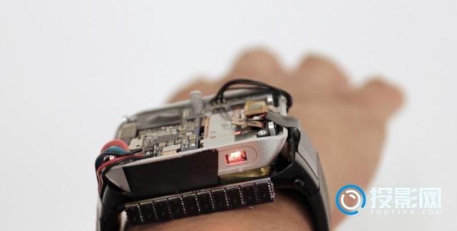 连手表都能投影了 还敢说投影不是未来主流显示技术?