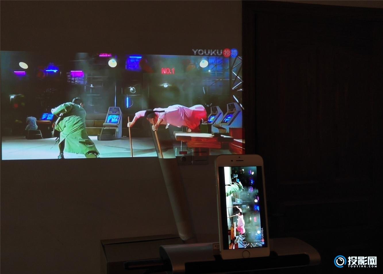 """传统电视""""无语""""! 这款坚果百英寸投影电视, 可以放进口..."""