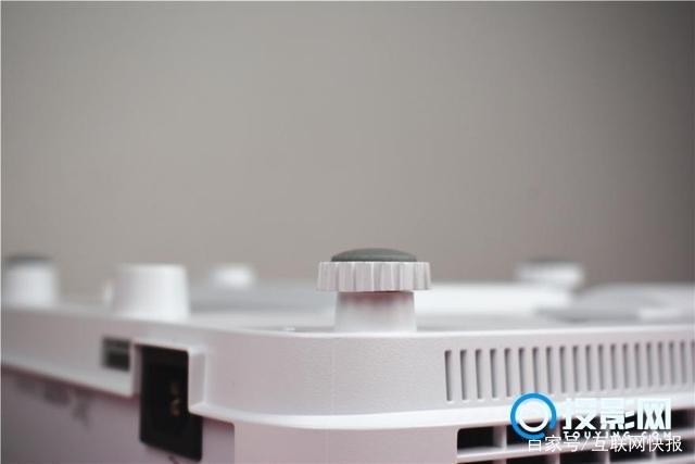 灯泡机也玩智能,LED投影还有活路么?明基E580测评!