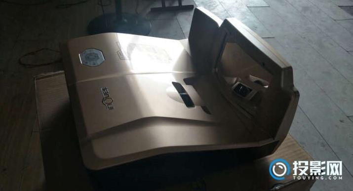 艾洛维激光投影机VH400+ 发热惊人,自带app清晰度太垃圾
