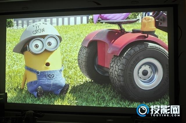 坚果E9智能投影评测:在家就有影院级大屏观影体验