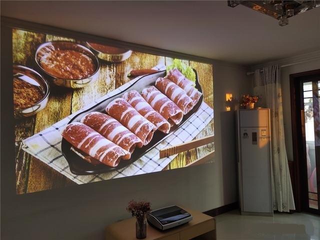 坚果U1激光电视体验评测:将激光电视带入4K时代