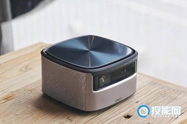 开启新电视的2.0时代 坚果J7智能投影评测
