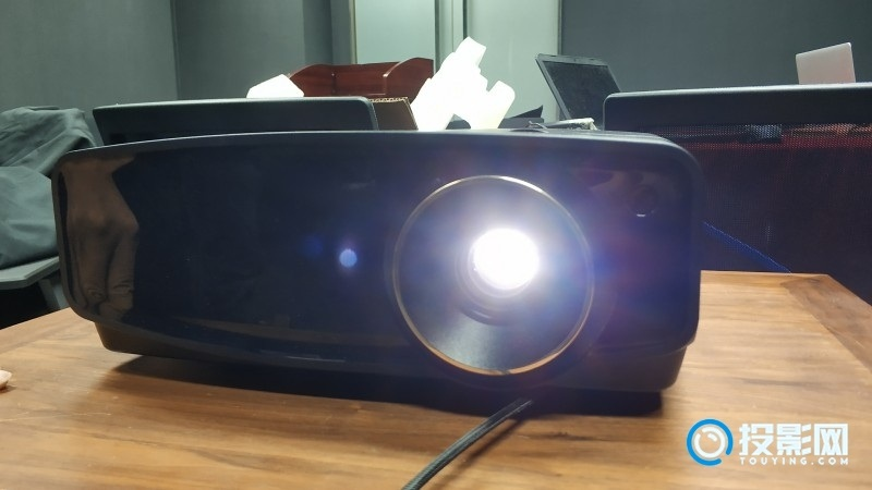 JVC家用4K DLP投影仪机型LX-UH1试用