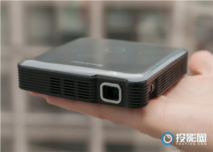 HDMI掌上型投影机设计紧凑,设置容易
