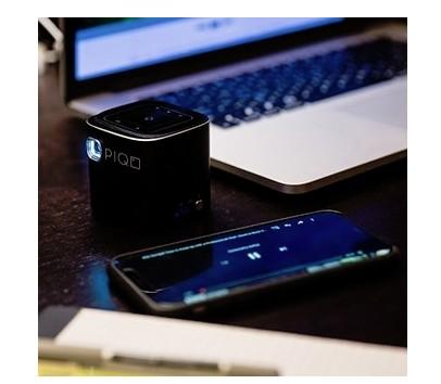 PIQO微型投影仪测评  身高不足一个手机